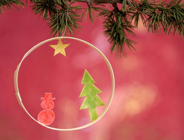 Sapin de Noël 100% récup : une suspension de Noël avec un rouleau de sopalin (21/24)