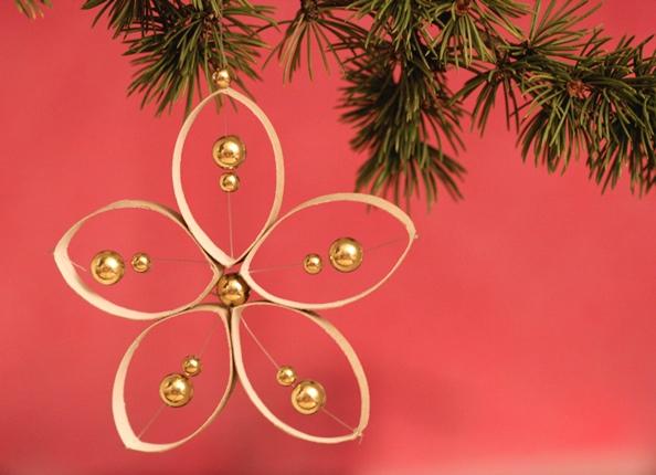 Sapin de Noël 100% récup : des cloches avec des capsules Nespresso (18/24)