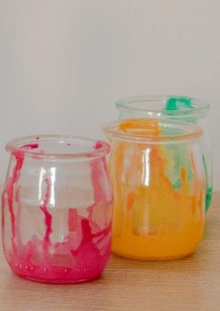 …au pot en verre multicolore !